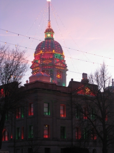 courthouse-lights-at-dusk
